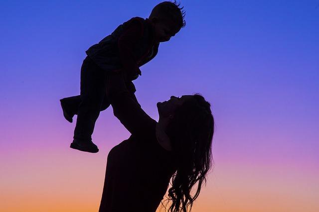 motherhood-2491045_640